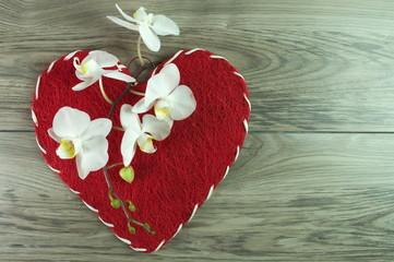 czerwone serce ze storczykiem na walentynki
