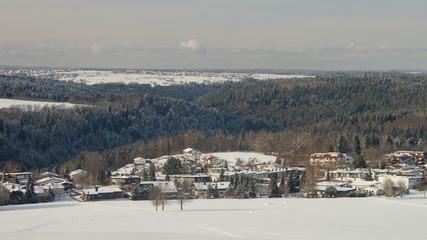 Winter im Neubaugebiet im Schwarzwald