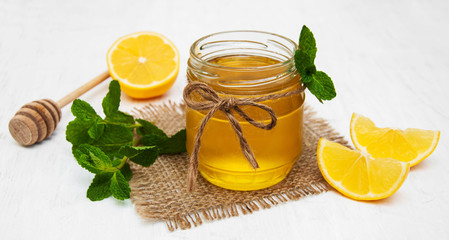 Honey with lemon and mint