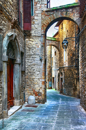beautiful old streets of Italian medieval towns,Tody - 77570256