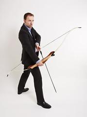 Bogenschütze mit angelegten Pfeil