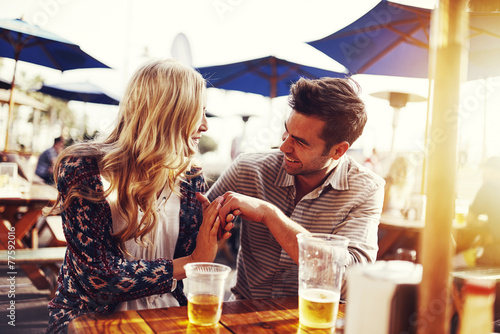 romantic couple drinking beer with artistic lens flare - 77592016
