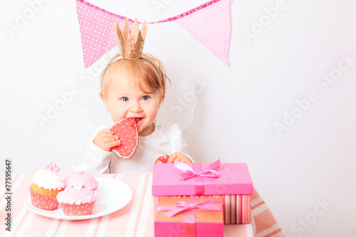 canvas print picture happy little princess at pink party