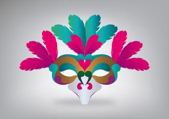 Maschera di Carnevale con piume colorate