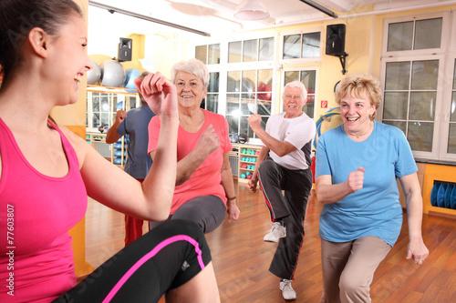 Leinwandbild Motiv Aerobic mit Senioren