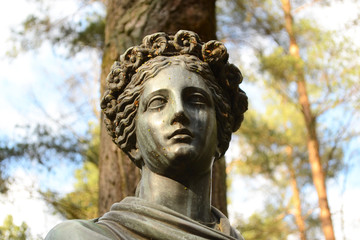 Statue of a woman in Pavlovsk park.