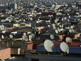 Antenas parabolicas en terraza