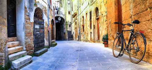Leinwanddruck Bild pictorial streets of old Italy series - Pitigliano