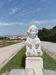 Skulptur der Sphinx mit Blick auf Wien, Belvedere Wien