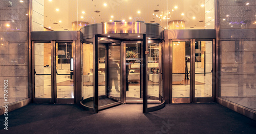 Leinwanddruck Bild Hotel entrance