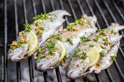 Grilled fish with lemon and spices - 77619604