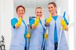 Leinwanddruck Bild - Raumpflegerinnen arbeiten im Team