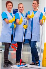 Raumpflegerinnen arbeiten im Team