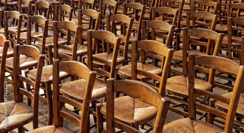 alignement de chaises d 39 glise photo libre de droits sur la banque d 39 images. Black Bedroom Furniture Sets. Home Design Ideas