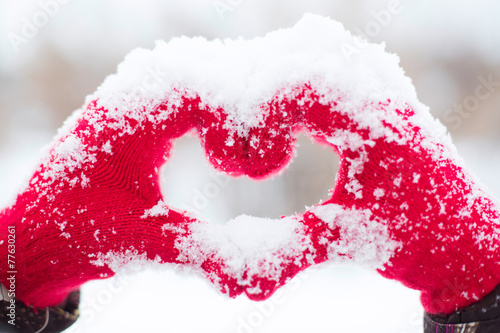 canvas print picture Making heart symbol
