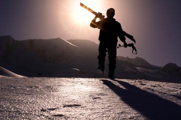 günbatımında kayak hazırlıkları