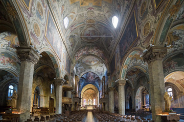 Interno di una cattedrale