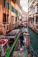 Hommes d'entretien à Venise