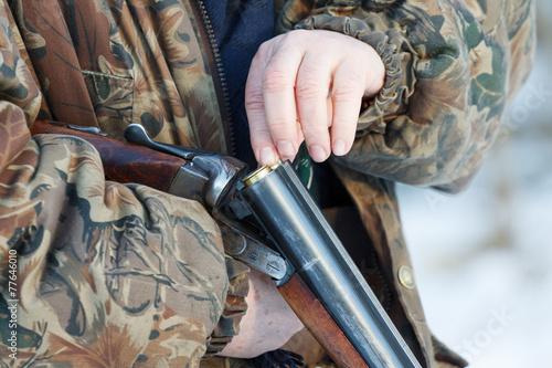 Keuken foto achterwand Jacht hunter loading his old double-barreled side by side shotgun