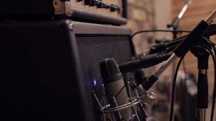 Recording guitar amp in studio with microphones