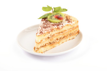 Кусочек торта с киви и мятой