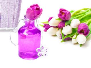 Tischdekoration mit Tulpen