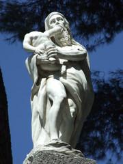 Escultura de Saturno devorando a su hijo