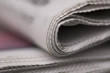 giornale sul tavolo