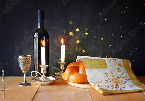 Papiers peints Pain Sabbath image. challah bread and candelas on wooden table