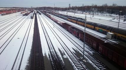 Wagons, Züge, Gleise im Schnee
