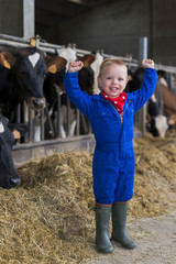 kind grappig op de boerderij