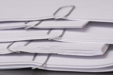 fogli di carta con fermagli
