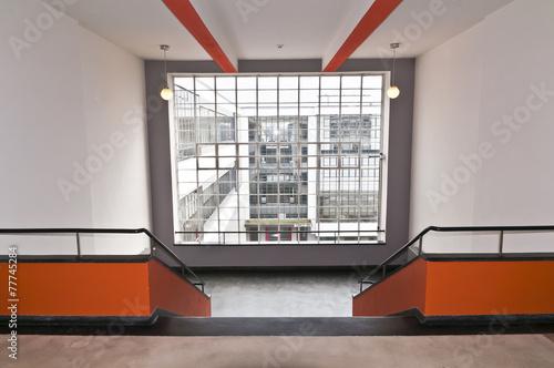 Leinwanddruck Bild Treppenaufgang Bauhaus Dessau