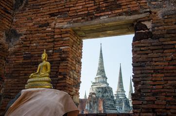 Buddha e pagode Wat Mahathat Ayutthaya Thailand