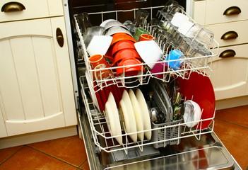 lave vaisselle,propre,dans la cuisine