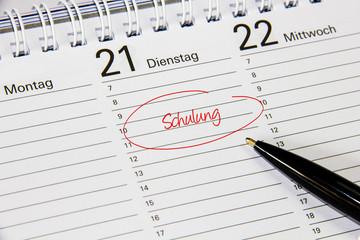 Kalender mit Notiz Schulung