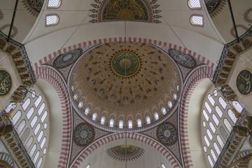 Zentralkuppel der Süleymaniye-Moschee in Istanbul