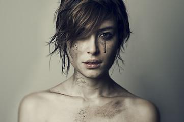 ragazza guerra lacrime