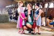 Leinwanddruck Bild - Bayrische Familie mit Milchkannen im Kuhstall