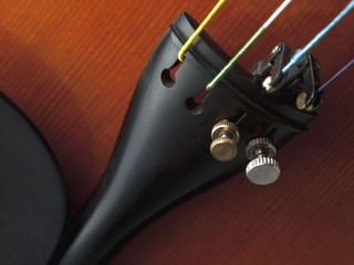 violin tailpiece with fine tuner close up