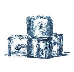 cubetti di ghiaccio in fondo bianco