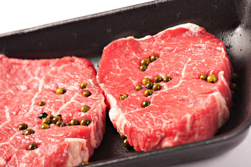 Fresh fillet of beef with green pepper