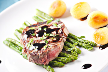 Fillet of beef with asparagus and potateos