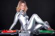 Junge sexy DJ Frau mit Schallplatten Spieler