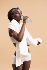 Sporty woman drinking water from bottle