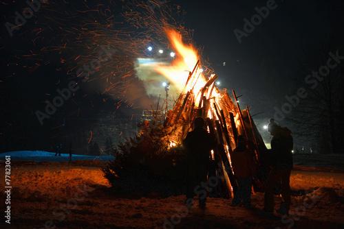 Foto op Plexiglas Kamperen Feuer lagerfeuer Nacht Winter