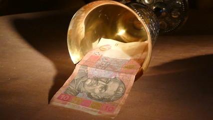 Упавшая гривна (гривна в чаше золотой)