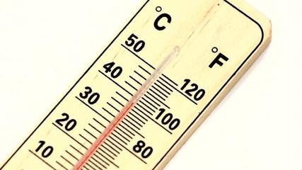 rising temperature on mercury thermometer