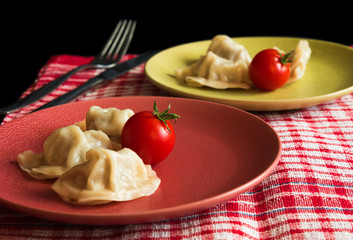 Steamed chinese jiaozi with tomato
