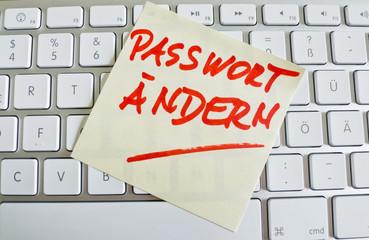 Notiz auf Computer Tastatur: Passwort ändern